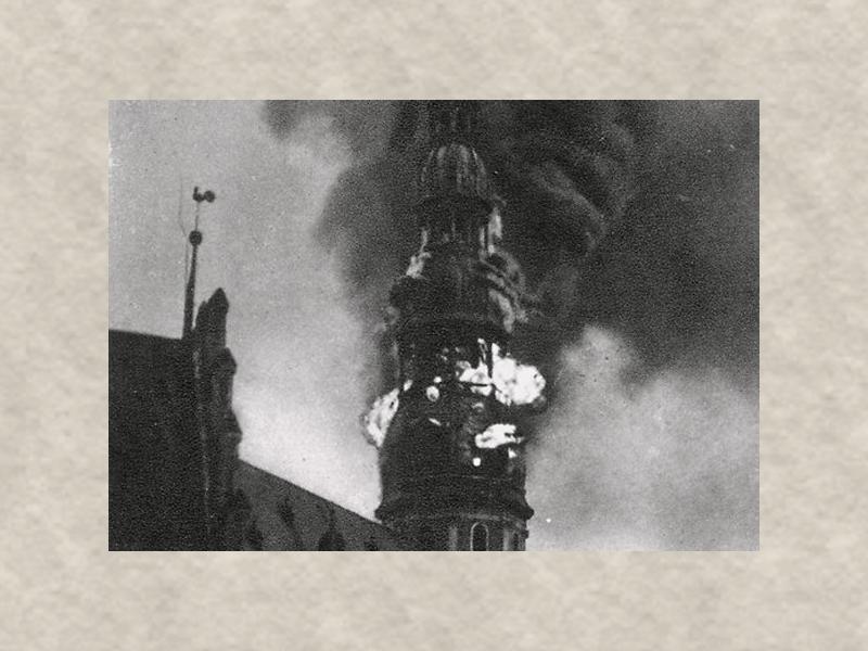 От удара молнии сгорела церковь Святого Петра в Риге