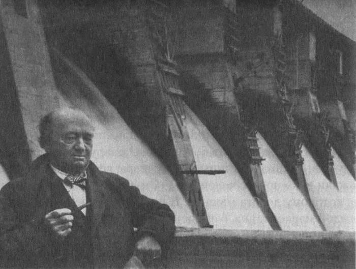 Полковник Купер на фоне плотины ДнепроГЭС