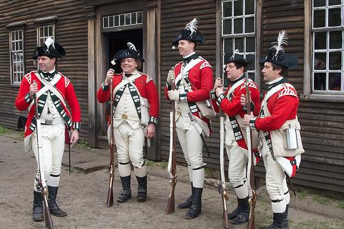 Британские солдаты 1775 года, современная реконструкция.